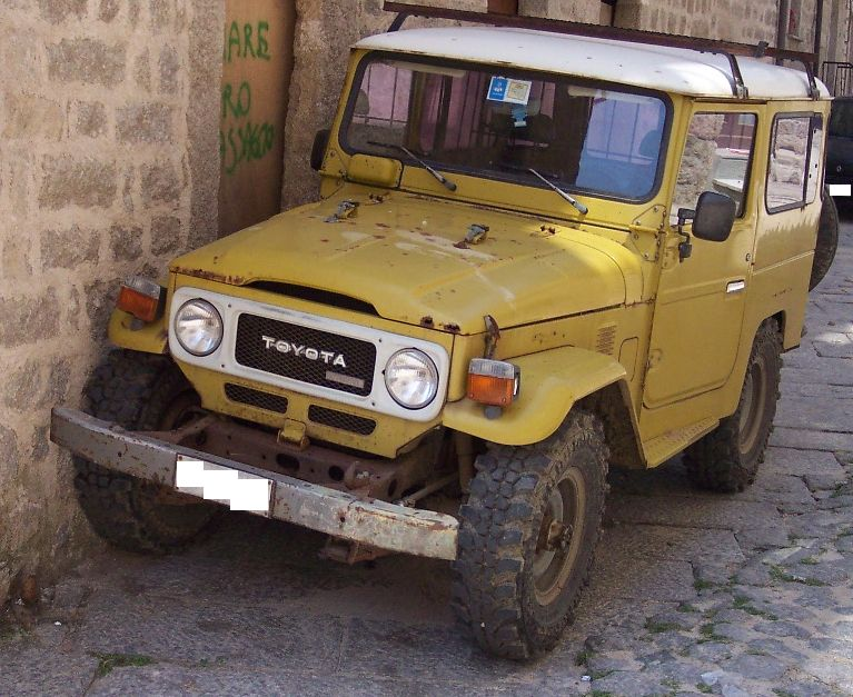 Toyota_Land_Cruiser_yellow_vl